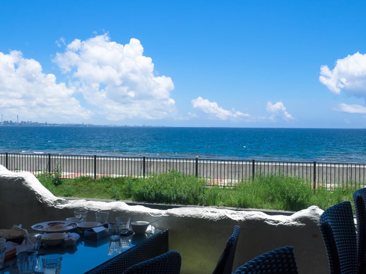 カフェから見える海