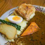 沖縄市のスープカレーの店「あじとや 泡瀬店」。沖縄黒糖カレーがおいしい!