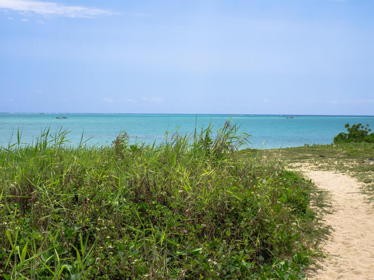 百名ビーチ入り口から砂浜へ