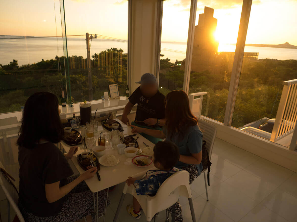 夕日がみえるカフェ
