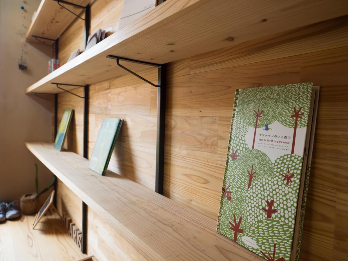 絵本のポラリスの本棚
