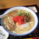 うるま市の沖縄そば 嬉(よし)が美味しい。豚骨・鶏出汁2種類のスープとよく煮込まれたお肉
