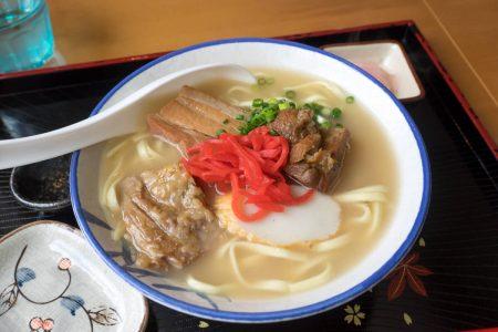 豚骨出汁のスープ
