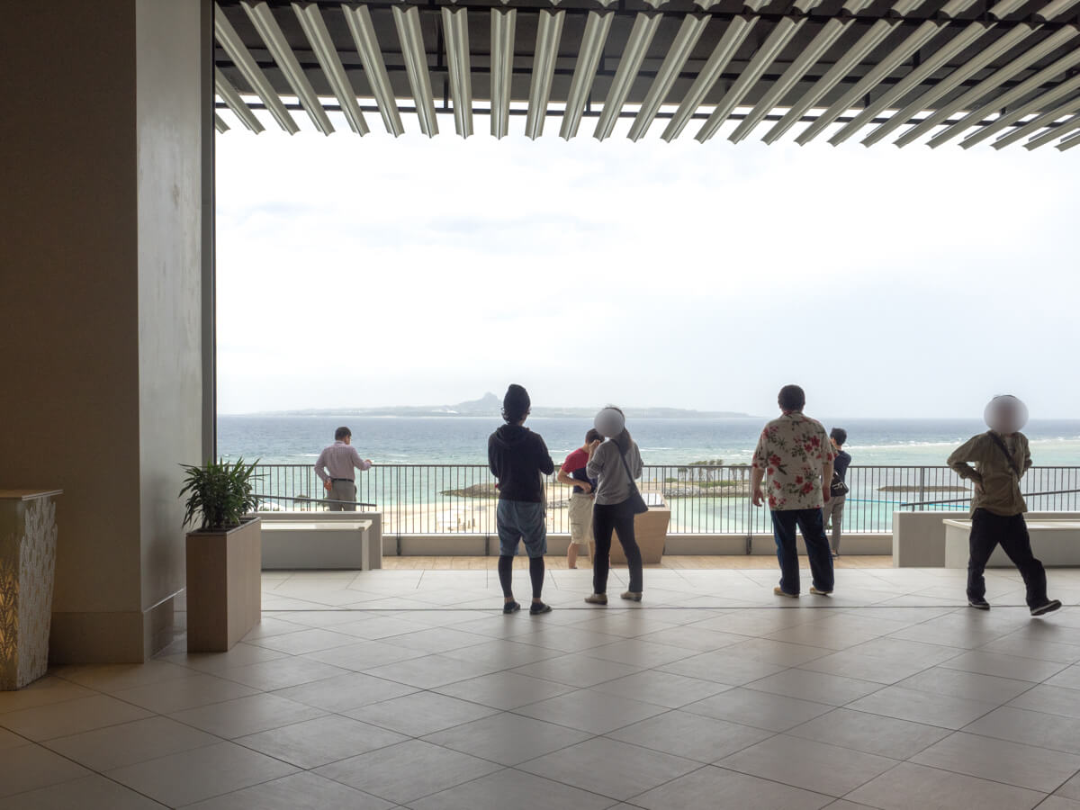 モトブリゾートホテルの目の前は海