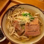 胃にしみわたる沖縄そば。首里「てぃしらじそば 」の透明な出汁スープは別格